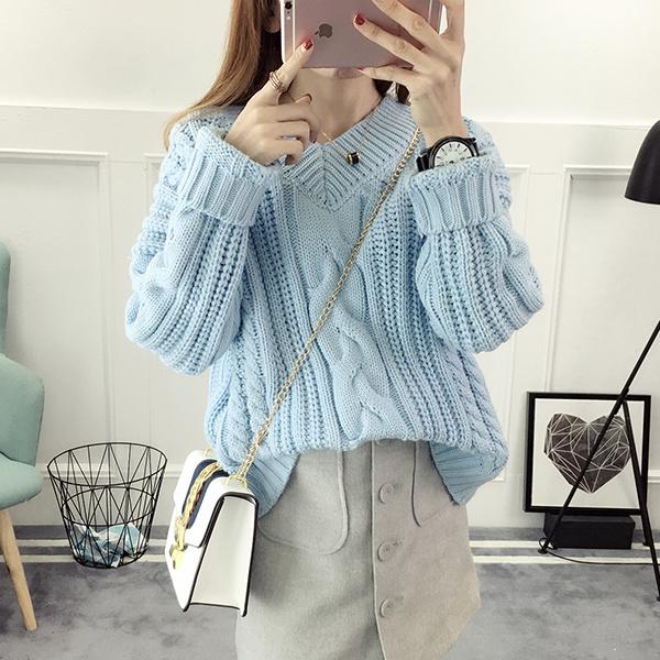 Объемный свитер женский
