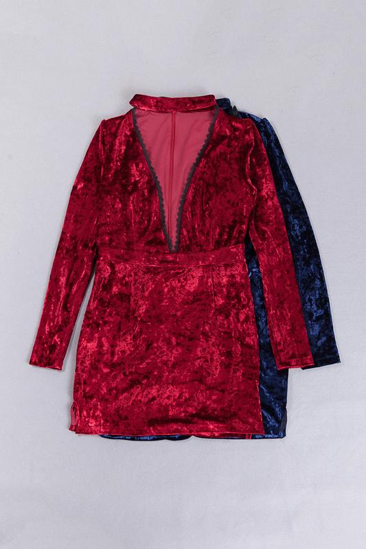 Платье с декольте с доставкой