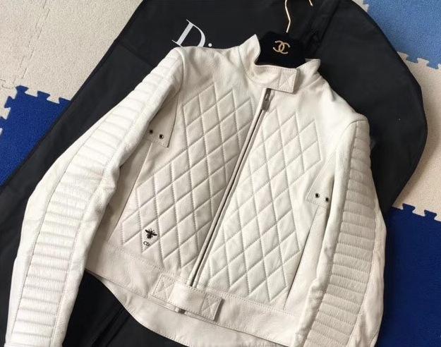 b428255962a6 Белая кожаная куртка DIOR 13142. Женские кожаные куртки Dior купить ...