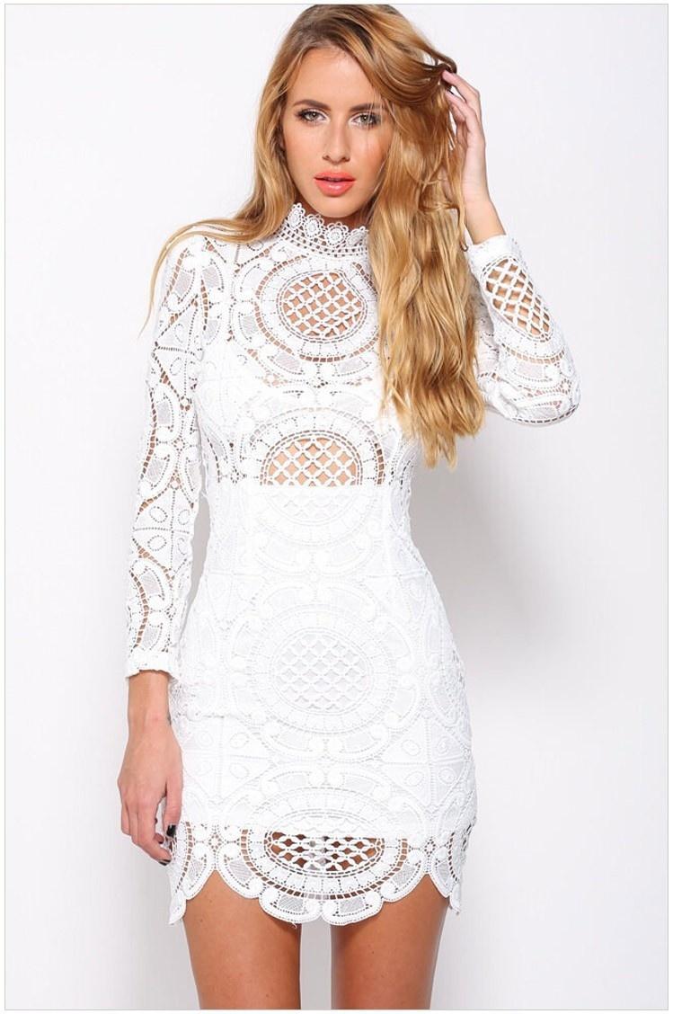 Платье с вязанными крючком длинными рукавами