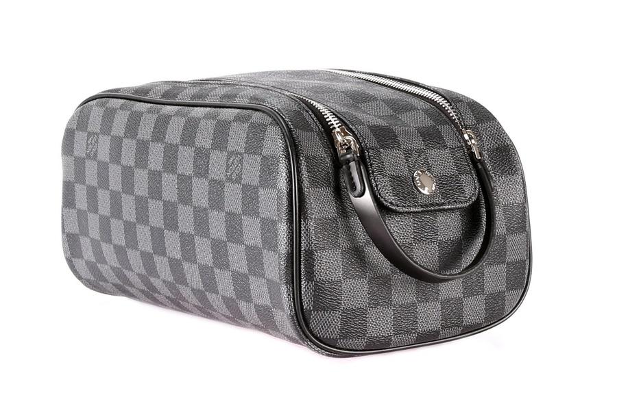 Косметички Louis Vuitton 5721. Женские клатчи Louis Vuitton купить ... 1c7bcedba17