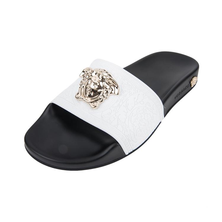 1f32ffd1bbfe Шлепанцы Versace 6375. Женские сандалии и шлепанцы Versace купить по ...